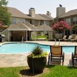 Oaks of Arlington Apartment Pool Area