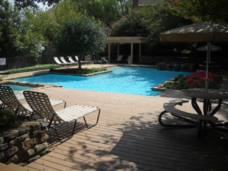 Walnut Ridge Apartment Pool Area
